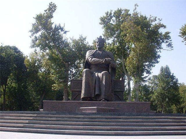 Памятник Тамерлану в Самарканде