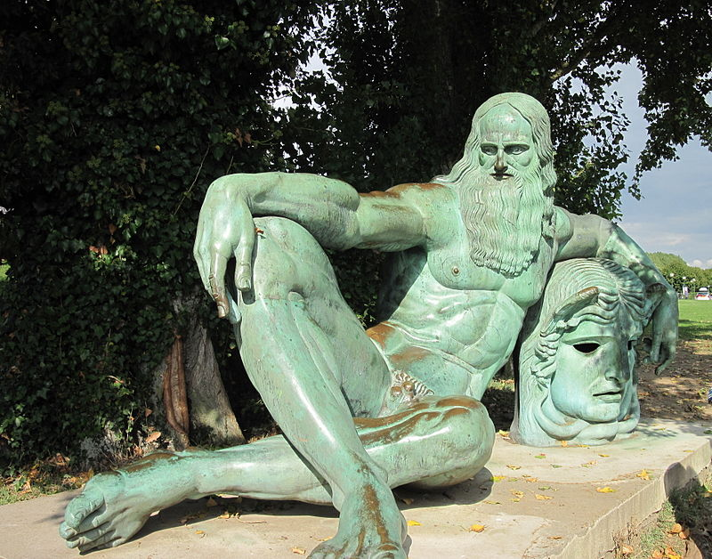 Памятник Леонардо в Амбуазе