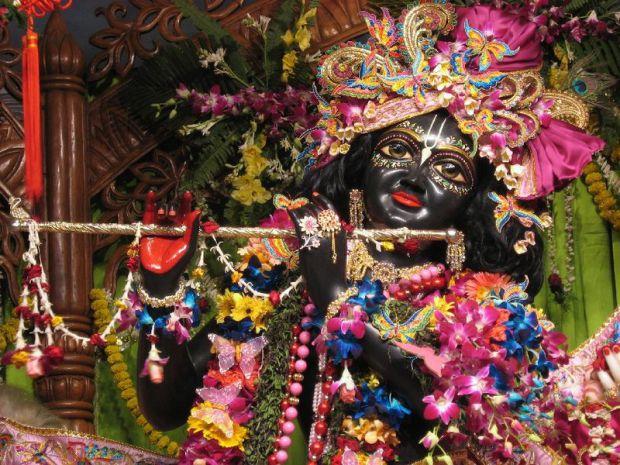 Божество Кришны в храме Международного общества сознания Кришны в Маяпуре, Индия