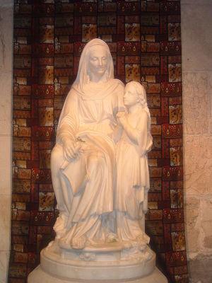 Святая Анна с Девой Марией. Статуя в базилике святой Анны, построенной, по католическому преданию, на месте дома Иоакима и Анны. Старый город Иерусалима