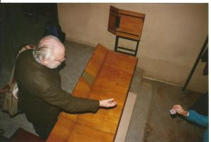 Даниэль Энтин покидает конференцию МЦР. Москва. 1996 г.