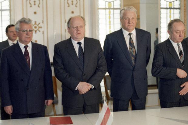 В Беловежской пуще. 1991 год. Фото: Commons.wikimedia.org