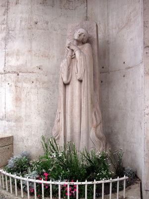 Памятник у места казни Жанны (Maxime Real del Sarte, 1928)