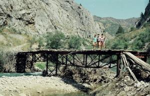 Старый мост построенный геологами