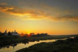 Вид на Покровский женский монастырь, расположенный на реке Каменке в северной части Суздаля.  Фото: Алексей Куденко/РИА Новости www.ria.ru
