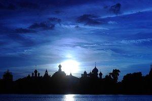 Вид на Ростовский Кремль со стороны озера Неро.  Фото: Алексей Куденко/РИА Новости www.ria.ru