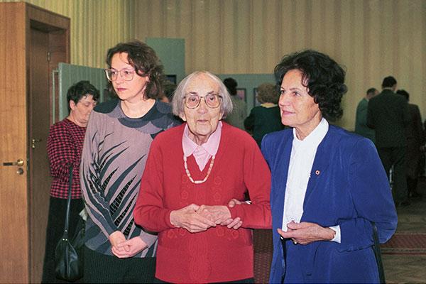 Рута Дачулите, Н.Д. Спирина, Ирена Залецкене на V Рериховских Чтениях. Новосибирск, 1997
