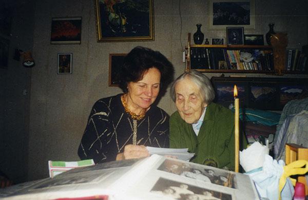 Ирена Залецкене в гостях у Н.Д. Спириной. Новосибирск, 1997