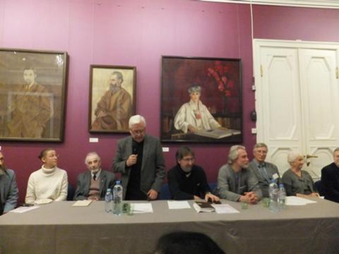 Работу «круглого стола» открыл Президент НРК А.П. Лосюков. За столом слева направо: Л.М. Гиндилис, А.П. Лосюков, Т.К. Мкртычев, Д.Н. Попов, С.Ю. Ключников, Н.А. Тоотс.