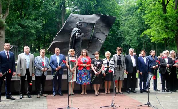 Торжественное открытие памятника И.Талькову