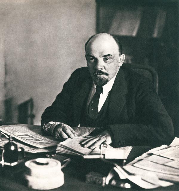 В.И. Ленин в своём кабинете в Кремле. Москва. 16 октября 1918 г.