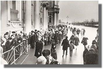 Очередь на выставку картин С.Н.Рериха в Государственном Эрмитаже. Январь 1975г.