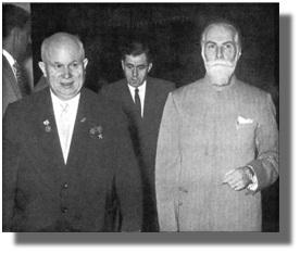 Председатель Совета министров СССР Н.С.Хрущёв, С.Н.Рерих и министр иностранных дел СССР А.А.Громыко (в центре) входят на выставку картин С.Н. Рериха в Нью-Дели. 13 февраля 1960г.