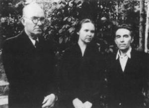 Рихард Яковлевич Рудзитис с дочерью Илзе и г-ном Спрогисом 1950-е гг. Из архива И.Р.Рудзите