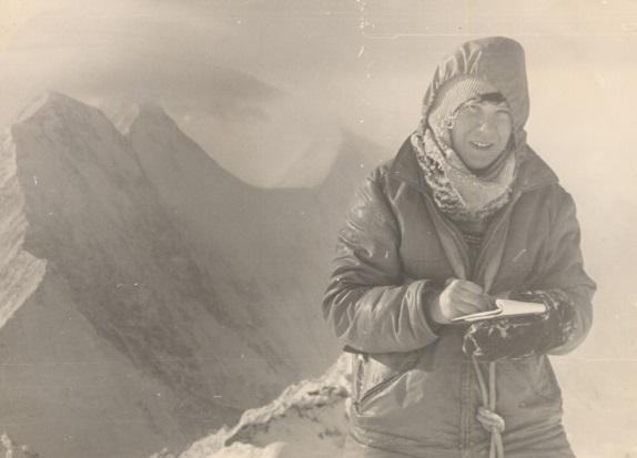 Людмила Андросова на пике Разоружения.   Фотог Николая Плетнева. 1975 г