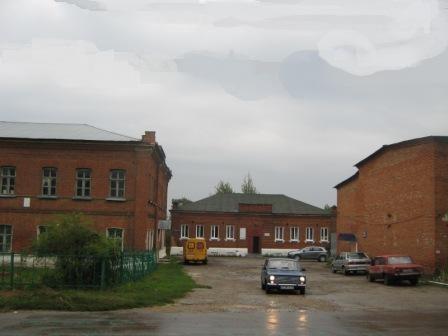 Старинные кирпичные здания, которые находились напротив дома Абрамовых.