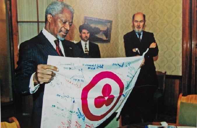 Вручение Знамени Мира Кофи Аннану