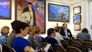 Сбор и предварительное общение участников. В кресле Тигран Мкртычев