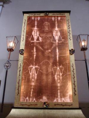 Туринская Плащаница Христа в соборе Сан-Джованни.