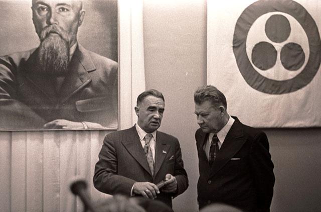 Павел Беликов и академик Алексей Окладников. 1976 год. Фото автора