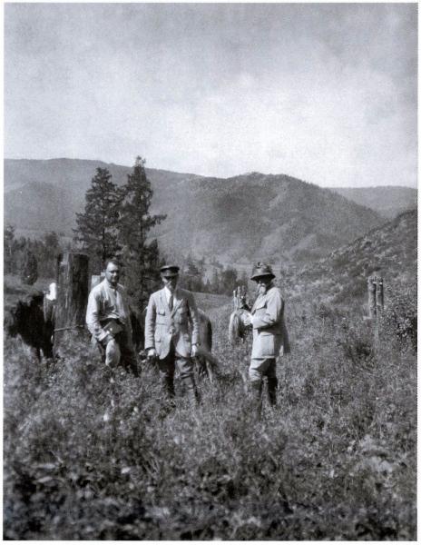 Слева направо М.М.Лихтман, Ю.Н.Рерих, Н.К.Рерих. Алтай. Август 1926 г. (из архива Музея Н.Рериха в Нью-Йорке)