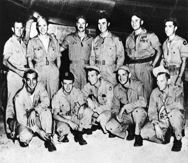 """Экипаж американского бомбардировщика """"Enola Gay"""", сбросившего бомбу на Хиросиму"""
