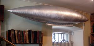 Модель оболочки аэростата из гофрированного металла (дом-музей К. Э. Циолковского в Боровске, 2007)