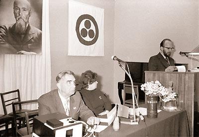 Слева направо: П.Ф. Беликов,  М.И. Качальская, Л.Р. Цесюлевич.  Первые Рериховские чтения. Новосибирск, 1976
