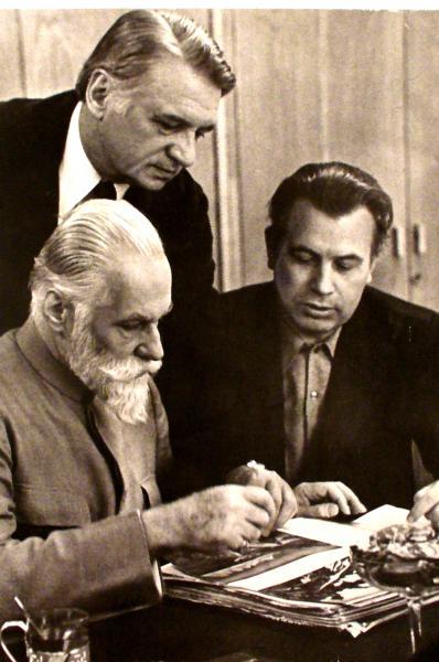 С.Н.Рерих и В.М.Сидоров (сидят)