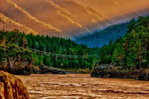 © Oleg Ivastov Мост через реку Катунь