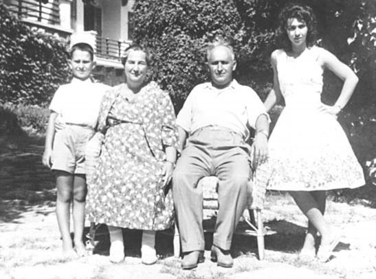 Людмила Живкова с родителями и братом Владимиром