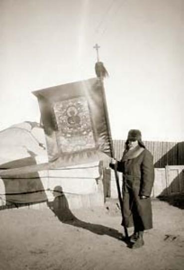 Н.К.Рерих с танкой Шамбалы. Урга, Монголия. 1927