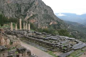 Руины храма Аполлона в Дельфах