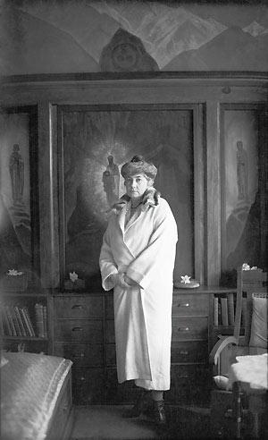 ЕЛЕНА ИВАНОВНА РЕРИХ. Наггар, Индия. 1930-е