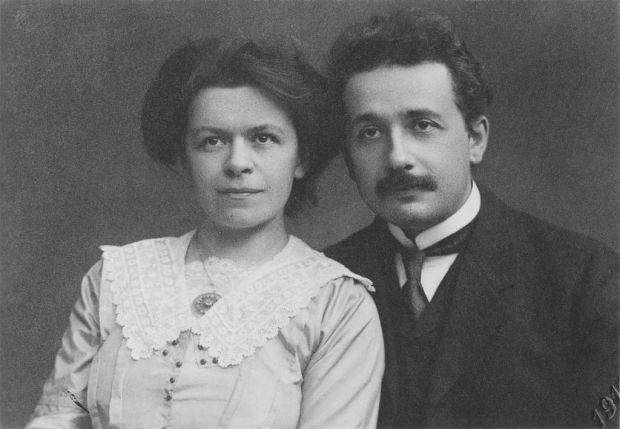 Эйнштейн со своей первой женой Милевой Марич (ок. 1905)