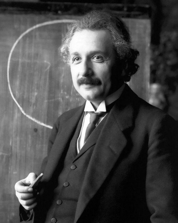 Эйнштейн во время чтения лекции (Вена, 1921)