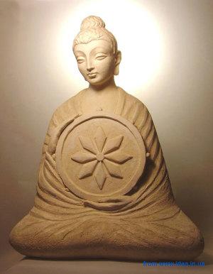Будда с Колесом Закона (скульптор - А. Леонов)
