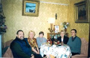 В гостях у М.Н.Егоровой. Слева направо: В.В.Надёжин, М.Н.Егорова, Н.Н.Якимова, Н.А.Тоотс, Н.С.Смирнов