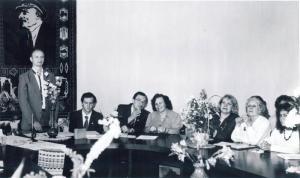 1989 г., на учредительном собрании Белорусского фонда Рерихов. Слева направо: первый– О.Рязанов, третий – С.Житенёв, пятая – Н.Тоотс, шестая – М.Егорова