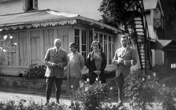 Н.К. Рерих, З.Г. Фосдик, Ф. Грант и Ю.Н. Рерих Индия, Дарджилинг, Талай-Пхо-Бранг, 1928 г.