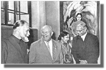 С.Н.Рерих, Н.С.Хрущёв, Девика Рани и посол Индии К.П.Ш.Менон на выставке картин в Музее им. А.С.Пушкина. Май 1960 г.