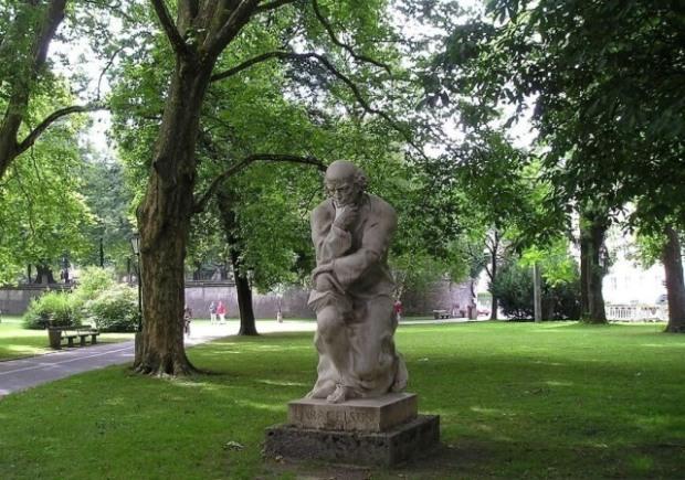 Памятник Парацельсу