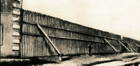 Ограда Омского острога, в который был сослан Федор Достоевский в 1850 году